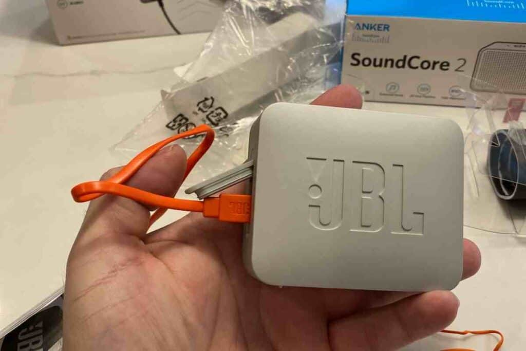 How Do You Know If JBL Go 2 Is Low Battery?